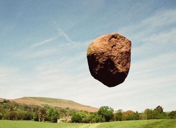 飞翔过的石头